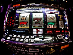 How to play pokies online